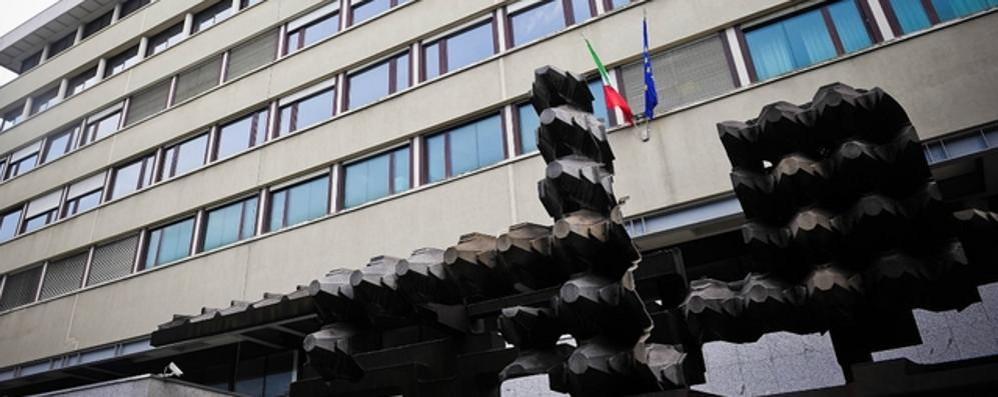 Lavano tende e tappeti per due uffici della Procura. Conto in Comune: 1.494 euro