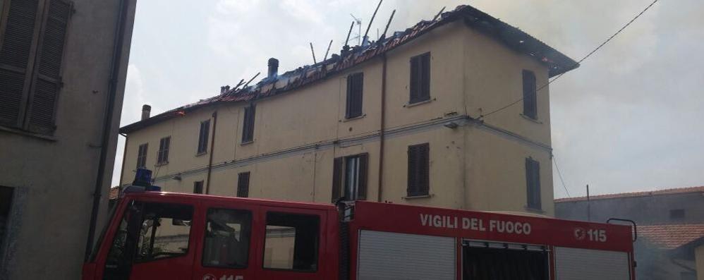 Mariano, a fuoco un tetto Famiglie evacuate