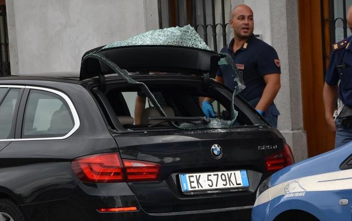 Friuli, uomo spara tra la gente  Paura per una comasca