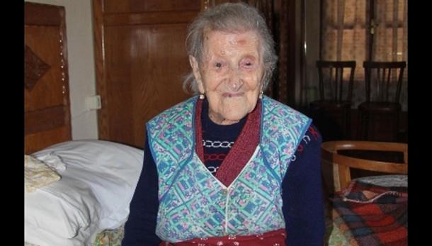 A 115 anni vive sola, 4 pasti al giorno