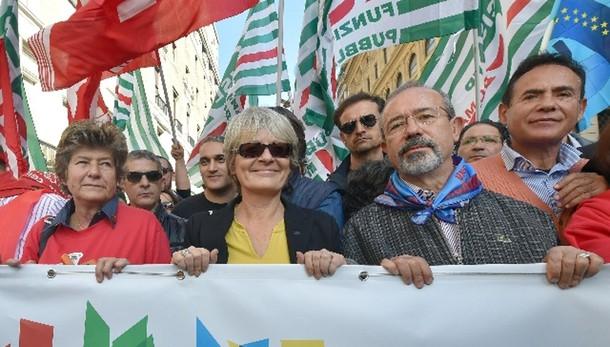 Grecia: Cgil Cisl Uil, resti in Ue