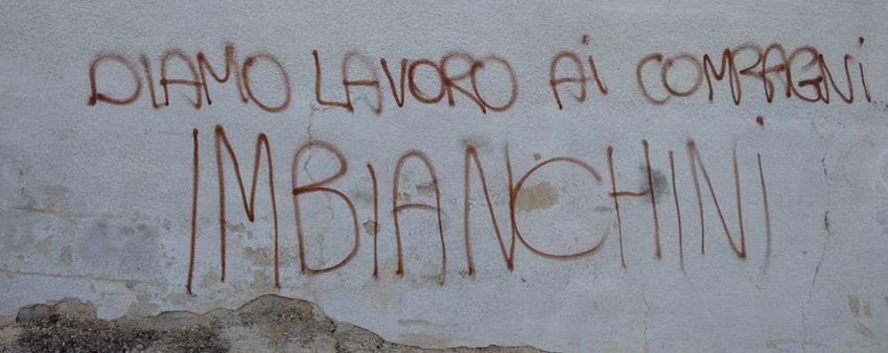Lora, nuovo raid dei vandali contro Per Como Pulita