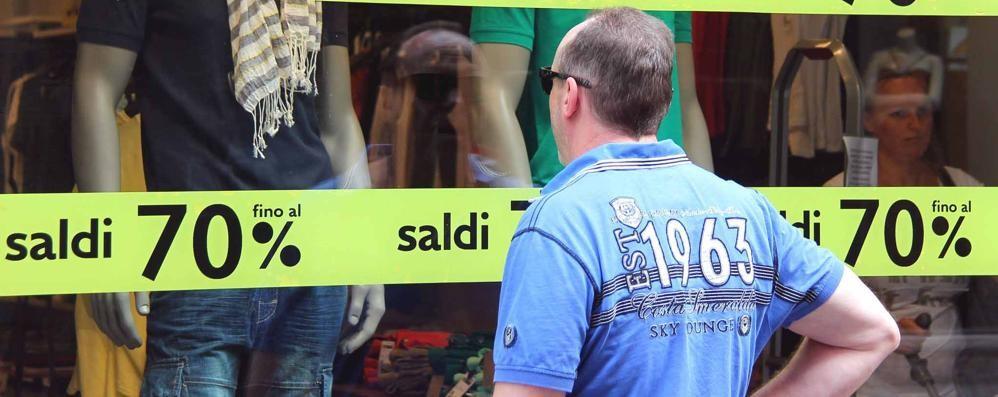 Saldi estivi, falsa partenza  A Cantù multati quattro negozi