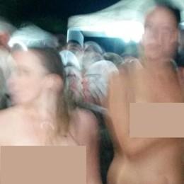 Il mistero delle turiste nude sul lungolago di Menaggio