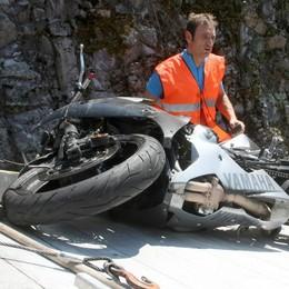 Scontro tra moto a Osteno, un ferito lotta per la vita