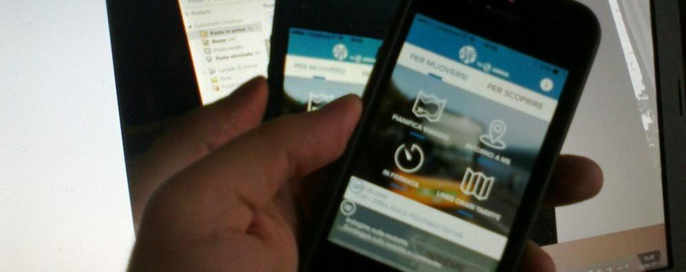 Como, il biglietto del bus  con la app sullo smartphone