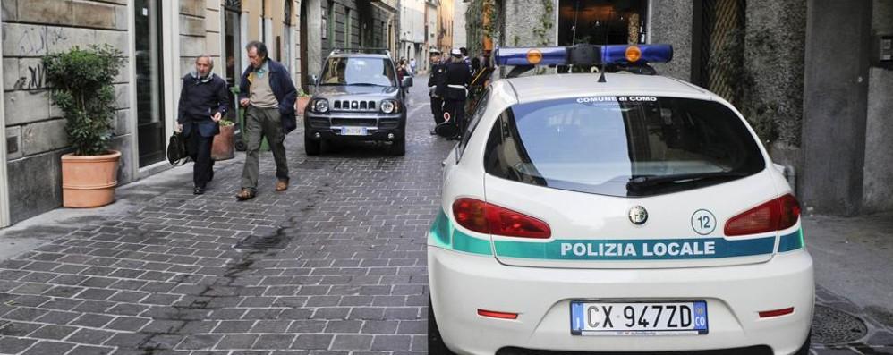 Como, multati altri due  parcheggiatori abusivi