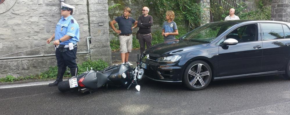 Incidente in via Torno: un ferito