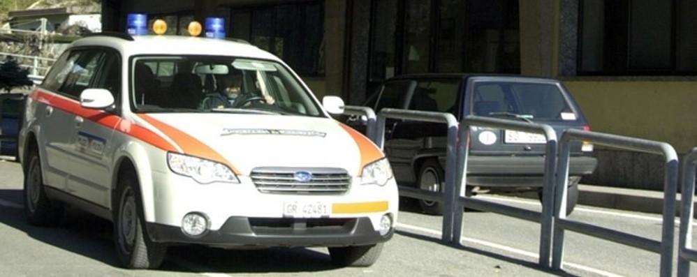 Svizzera, polizia inflessibile  Via auto e moto a tre italiani