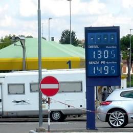 CANTU' - Pompa di benzina bianca in via per Cucciago