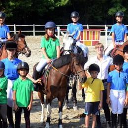 Un'estate a cavallo  «Così i bambini  imparano le regole»