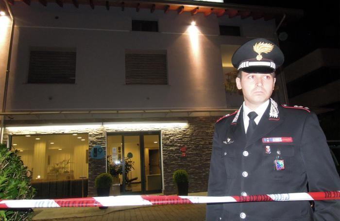Il comandante della compagnia di Cantù, capitano Gabriele Lo Conte, sulla scena della tentata rapina