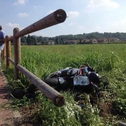 Sfonda la staccionata con la moto e cade  In via Rovelli undici incidenti in tre anni