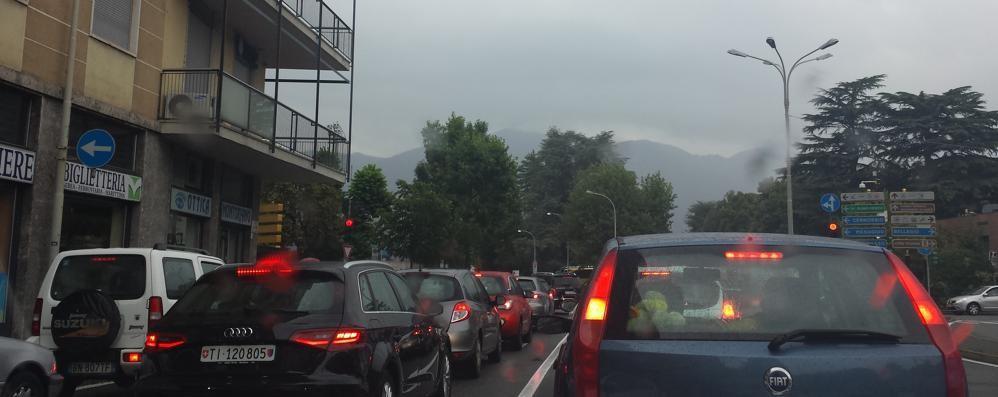 In viaggio verso la Svizzera  Caos in autostrada e in città