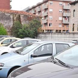 La nuova App trova  parcheggi scivola su via Sirtori
