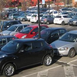«Cantù, cento posti auto in centro  Ma serve un'intesa con i privati»