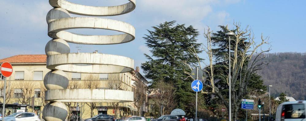 Monumento e fontana  L'architetto torni artista