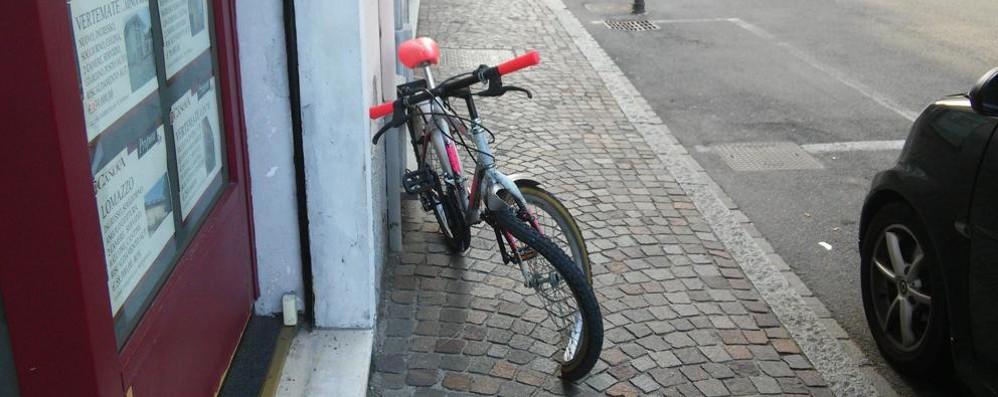 Bambino in bicicletta  investito da un'auto