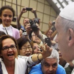 Artista di Casnate regala  un quadro a Papa Francesco
