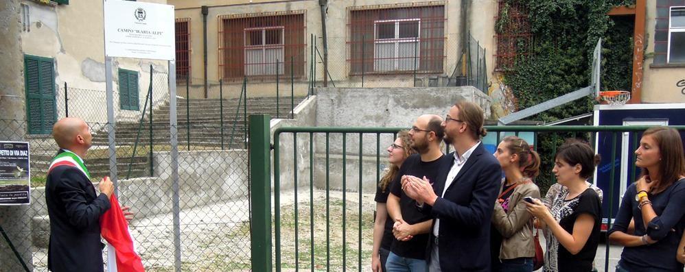 Cantù, rinasce il campo di basket di via Diaz. Il playground intitolato a Ilaria Alpi