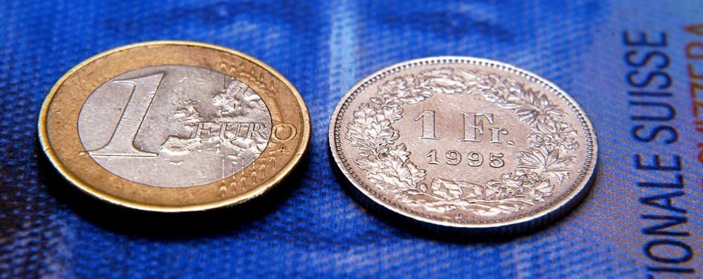 L'euro supera il franco  Sorpasso in Svizzera