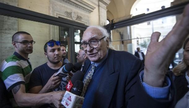 Amnistia: Pannella, Papa venga a pregare