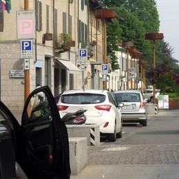 Via i dossi e più auto in piazza Roma  Mariano, appello dei negozianti