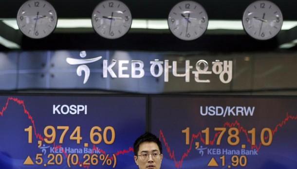 Borsa: Asia rimbalza, giù listini Cina