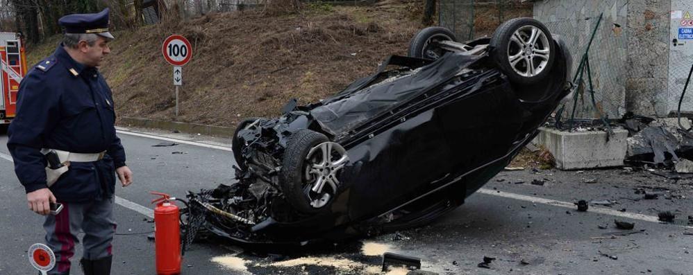 Auto ribaltata sulla Super  Un morto a Colico