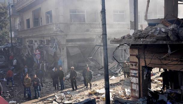 Siria:tv, 30 civili uccisi in raid russi