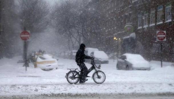La tempesta di neve ferma anche New York