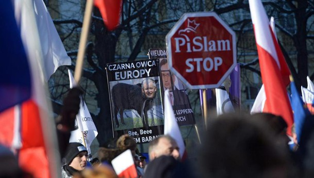 Polonia: migliaia contro governo destra