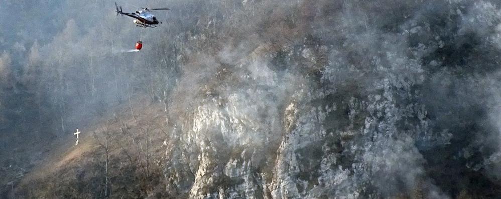 Incendio sul Monte San Primo  Fuoco in località Poncive