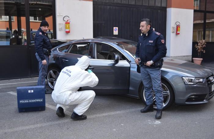 COMO L'Audi abbandonata dai ladri dopo l'inseguimento della polizia