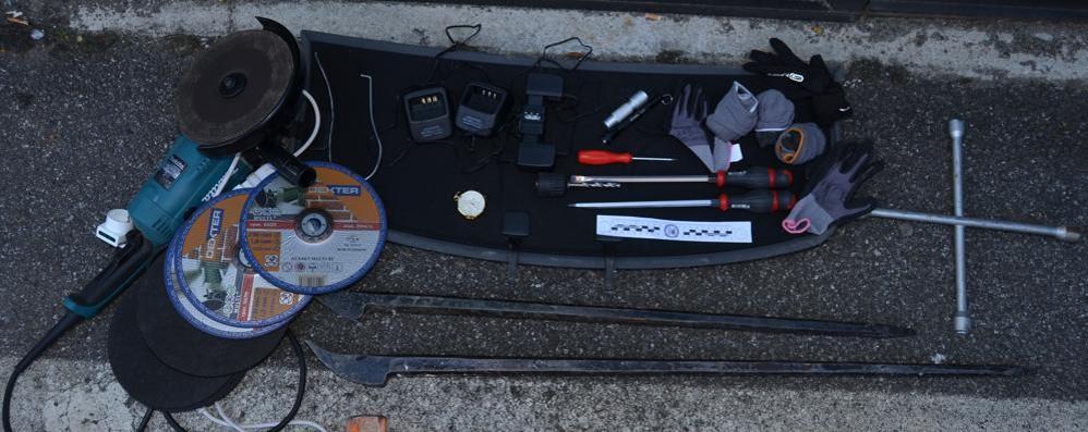 Como, ecco auto e attrezzi  utilizzati dai ladri di Albate