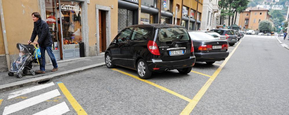 Via Garibaldi chiude 3 mesi  Sfrattate le auto dei residenti