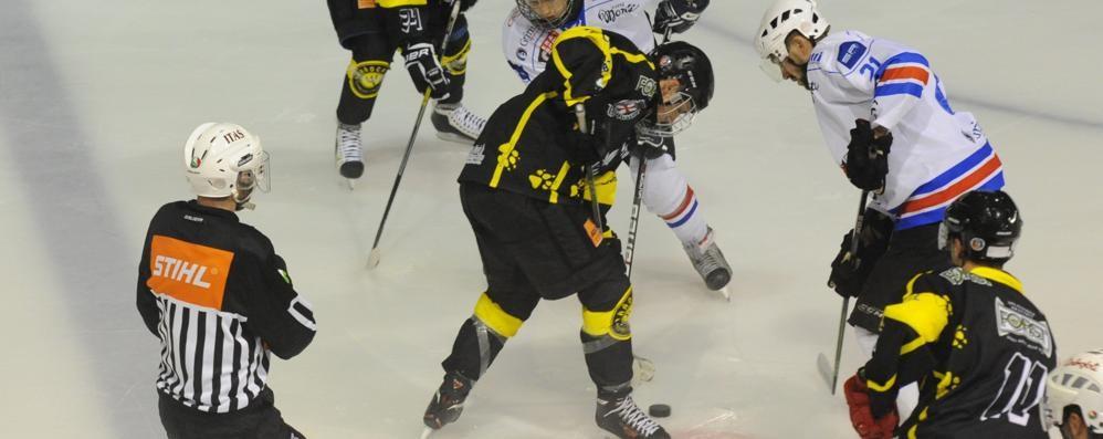 Hockey Como  sconfitto  sulla pista di Cavalese