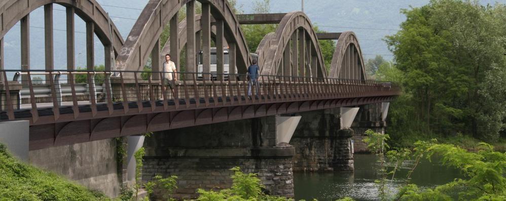 Sorico, malore sul ponte  muore uomo di 75 anni