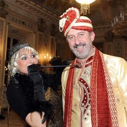Como sala bianca del Casino Sociale Un ballo in maschera per Sim...patia, Michele Viganò delle Seterie Argenti con Signora