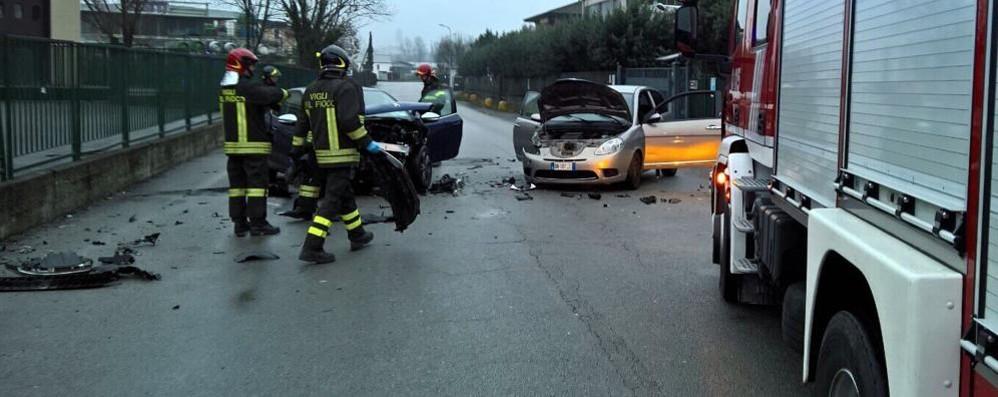 Erba, frontale tra due auto Feriti un uomo e una donna