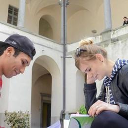 Boom di giovani all'estero  «Bravi, ma poi tornate»