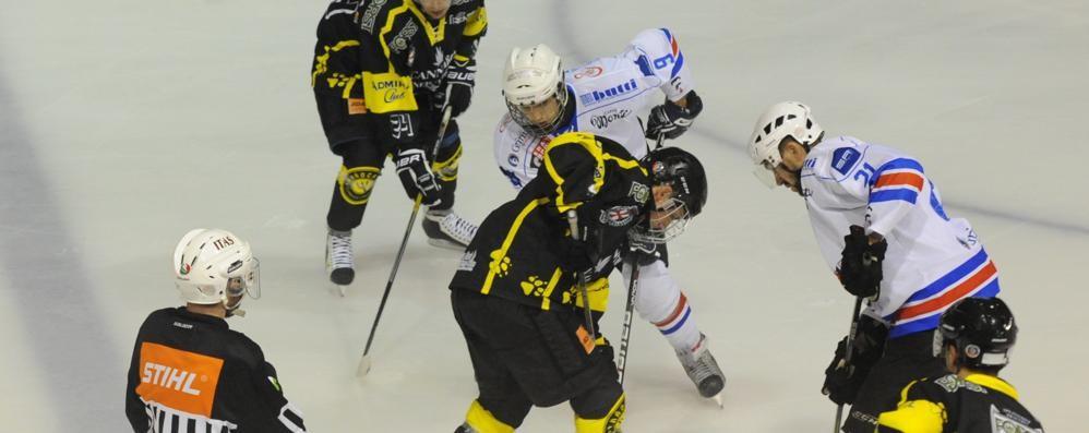 Hockey Como, lotta ma va ko