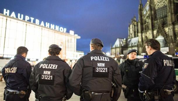 Via capo polizia Colonia dopo molestie