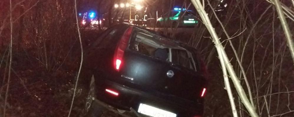 Due feriti nell'auto fuori strada  Strada per Appiano bloccata