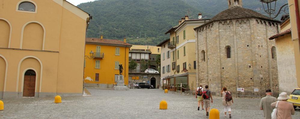 «La piazza di Lenno  senza le automobili»