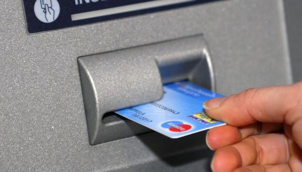 Banche: italiani i più tartassati