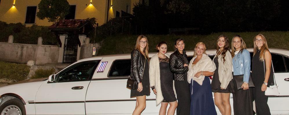 Una Limousine per i diciott'anni  Elisa va in discoteca come i vip