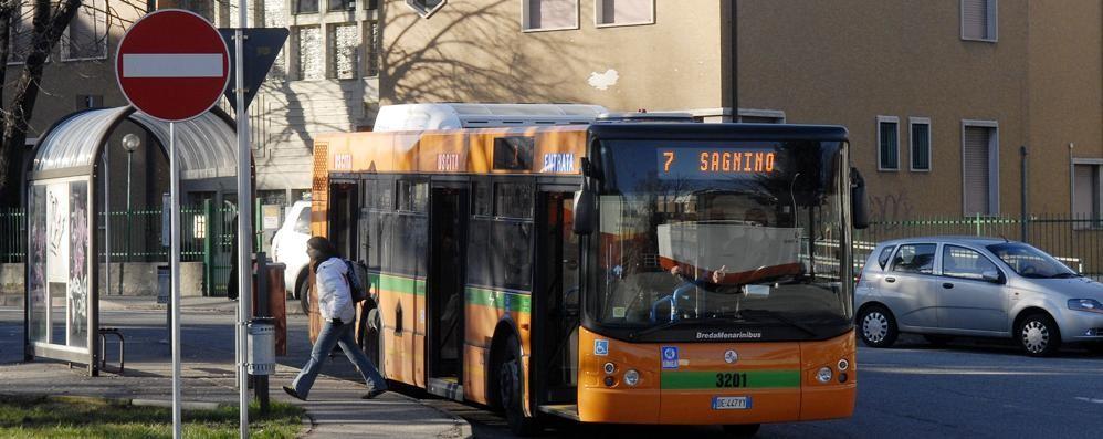 Como: autista del bus aggredito  Denunciati fratello e sorella
