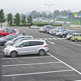 Luisago, aperto il nuovo parcheggio  Basta caos e rischi fuori dalla scuola