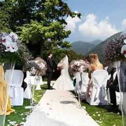 Matrimoni in villa  Laglio sfida Tremezzina